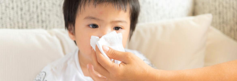 ¿Qué le debo dar a un niño enfermo?